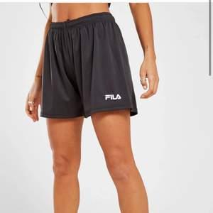 Super snygga shorts från fila men som tyvärr var för små för mig. Aldrig använda, endast testade. ‼️FRAKTEN ÄR INRÄKNAD I PRISET‼️