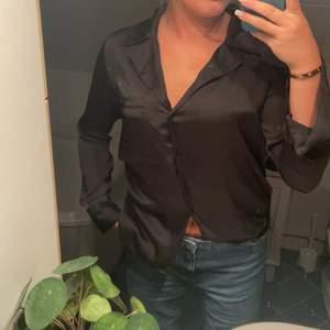 Säljer denna silkes tröja från Gina som inte går att köpa längre. St 36