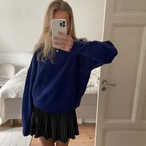 Stickad tröja från zara i en super fin blå färg! Aldrig använd med prislappen kvar❤️