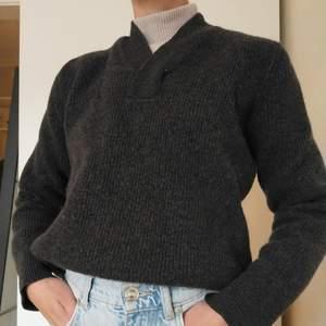 Supermysig och varm stickad tröja från acne i storlek S. Buda eller köp direkt för 180 kr💗