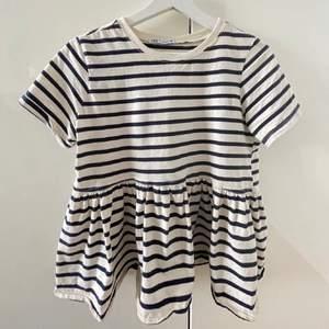 Säljer denna populära zara tröja, slutsåld skulle jag tro. Använd endast 3 gånger och säljer då jag tröttnat💕