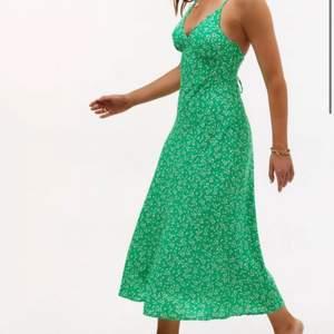 Sprillans ny klänning från loavies som jag fick i julklapp, men sitter inte bra på mig o därför jag aldrig använt den.