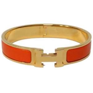 Lånad bild! Säljer mitt hermes armband, inget fel. Kan skicka flera bilder på armbandet vid intresse😊 äkta)
