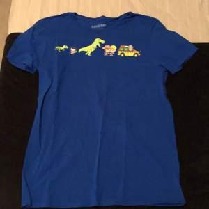 Jurassic park t shirt i storlek M