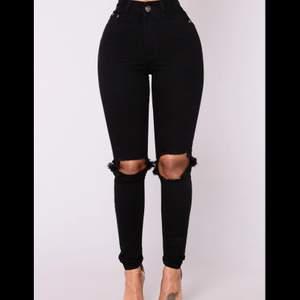 Säljer dessa as snygga nya byxor från fashion Nova ( prislappen är kvar ) säljer pga att jag fick hem de i fel storlek