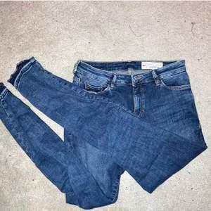 Lågmidjade jeans! Man får fina kurvor!❤️