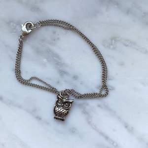 Gulligt armband med liten Uggla som berlock 💕 längd: 17cm