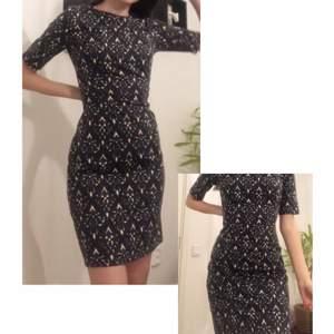 gullig klänning i nyskick! Köpt från indiska. Storlek S. Kan mötas upp i Stockholm:)