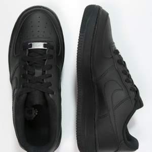 Säljer mina Nike air force 1 i storlek 36 använda 2 gånger! Säljs för att dom inte kommer till Användning