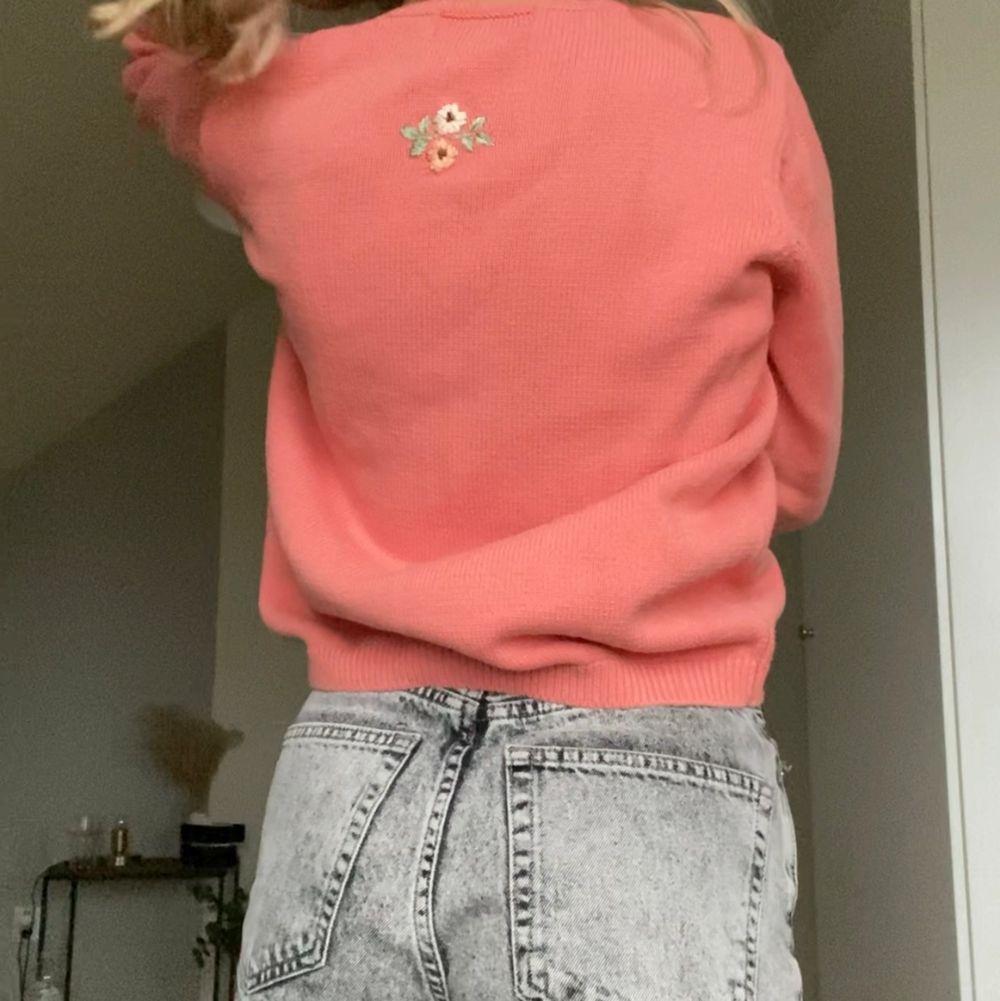 Finaste finaste tröjan från Vintage  Tulchan i storlek M, men skulle snarare säga en S. Perfekt skick! Fraktkostnad: 69kr spårbar och samfraktar givetvis 💘. Tröjor & Koftor.