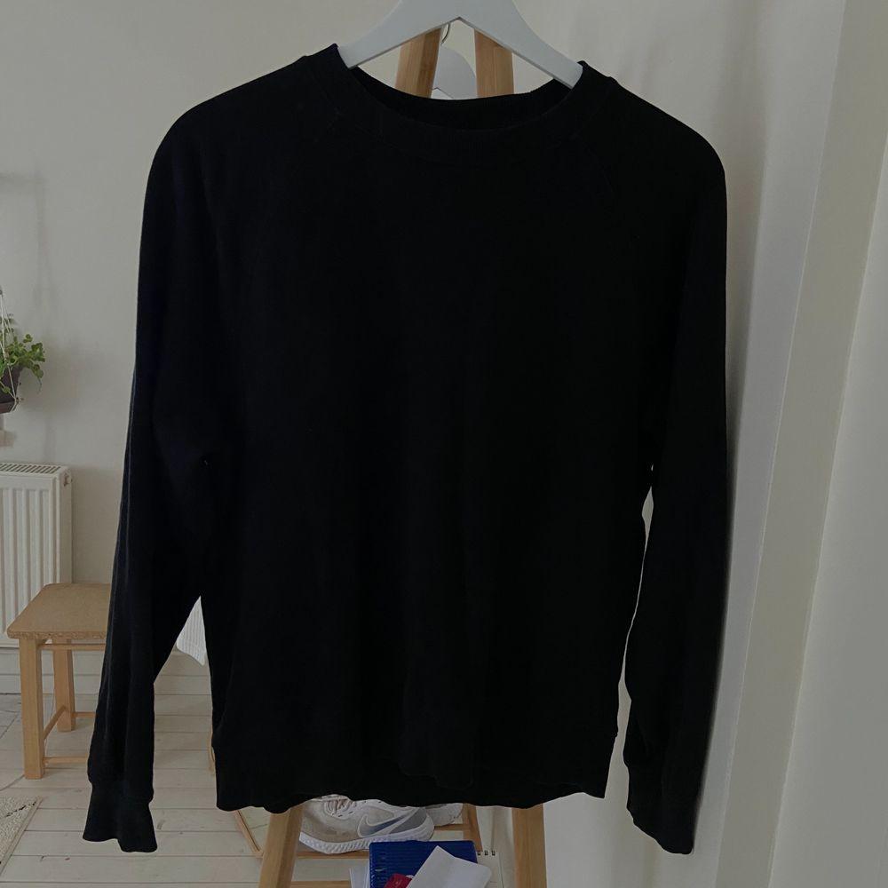 Svart sweatshirt från Cubus storlek S. Tröjor & Koftor.