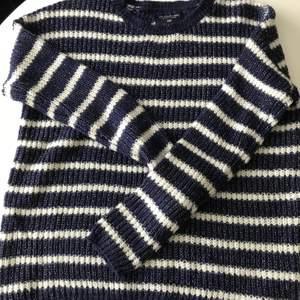 Stickad tröjan från U.S polo. Tröjan är aldrig använd o därav i fint skick. Tröjan är i stl 38/M