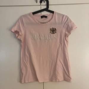T-shirt från Morris 225kr