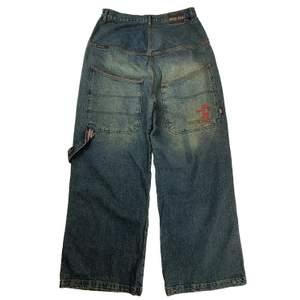Ett par sjuuuuukt baggy jeans från märket Overzeas!