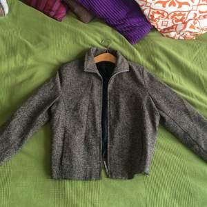 Fin tweedjacka, knappt använd i storlek M