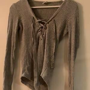 En fin tröja med snörning ,används inte längre 💕