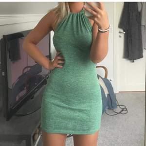 Supersöt klänning från Shein som tyvärr var för lång på mig (jag är 158cm) och därav har jag lånat bilderna från en annan tjej här på Plick:)