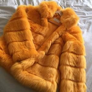 Använt 1 gång jätte skön varm jacka som tyvärr inte passar mig