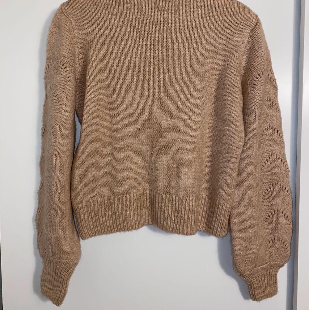 Mjuk och skön stickad tröja från Gina Tricot. Aldrig använd! Storlek S.. Stickat.