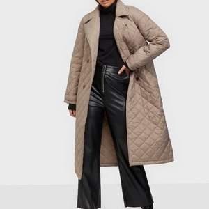 Hej! Söker denna jackan i storlek 34 från Nelly! Söker även liknande jackor i beige eller svart!