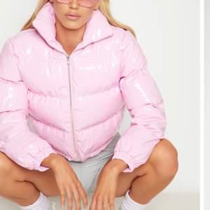 Rosa pufferjacka , är i bra skick. Säljer den då den är för liten.