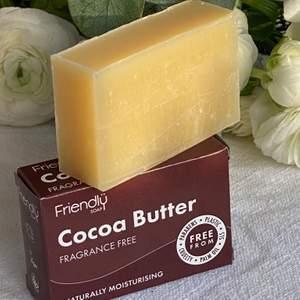 Vi erbjuder även den veganska ansiktsbaren separat!🏻🤩🤍 Denna enkla, supermjuka och parfymfria rengöringsbar för ansiktet, återfuktar huden och hjälper till att minska tecken på åldrande. Speciellt framtagen för att hjälpa de med känslig eller skadad hud.  ✨De är helt veganska och cruelty free!✨ Varje kakaobar är handgjord med 1/3 kakaosmör, 1/3 olivolja och 1/3 kokosolja. Gå in o kika på vår hemsida www.onlyoneuf.se 🤎🤎🤎