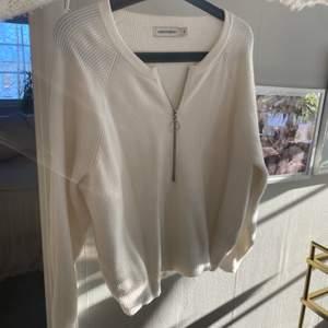 Jättefin och bekväm tröja i skönaste tyget från carin wester!!! Sparsamt använd