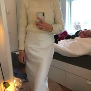 Vit blank kjol ifrån Chiquelle