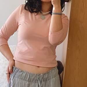 En jätte fin tröja från Lindex, perfekt för vårn. Skriv till mig vid intresse.