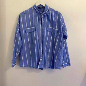 Randig skjorta från Zara, knappt använd. I väldigt bra skick.
