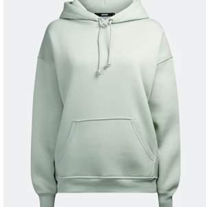 Säljer min fina hoodie från bikbok. Den är oversize så den är alltså lite större. Köpt för 300 säljer för 199. Pris går att diskutera! Köparen står för frakten🚚