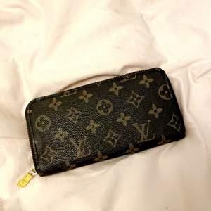 Lv plånbok Mk plånbok Victoria's secret bag/smink väska, PRIS KAN DISKUTERAS VID SNABB AFFÄR & skriv till mig så skickar jag fler bilder 🌹