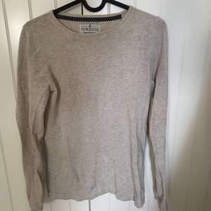 New House stickad tröja använd fåtal gånger nypris: ca 1200kr mitt: 150kr +frakt