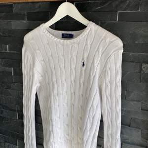 Vit Ralph Lauren tröja, i väldigt fint skick. Äkta 🤍🤍