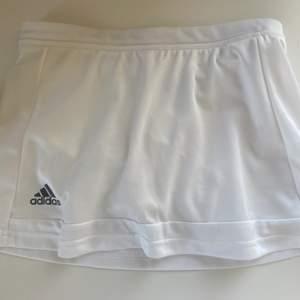 Tenniskjol från adidas