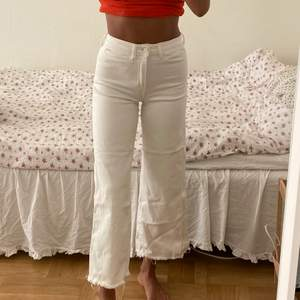 Säljer vita jeans från H&M i storlek EU36!