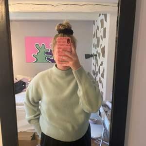 Säljer denna superfina tröja från & other stories pga att jag inte har användning för den. Knappt använd alls😩 superfint och jättevarmt material! Storlek M, säljer för 200 + frakt🌞
