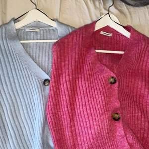 Säljer nu mina cardigans från chiquelle. Den blåa är använd 2 gånger och den rosa är aldrig använd. Det är onesize. Ny pris 399kr. Säljer båda för 300kr och en för 150kr. Jag bjuder på frakten vid snabb affär då jag vill bli av med dom💗