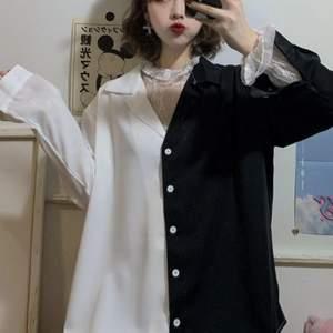 Säljer denna svart och vitt tröjan utan den vita underdelen. Kondition: jättebra, som ny har bara använt 2 gånger. Storlek: L/XL så det sitter lite baggy. Bud start från 200 + frakt. Ignorera hashtagen