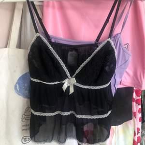 Jättefin och sexig lingerie top från hm, vet inte om jag säljer men vill se vad folk skulle vilja ge för den 🖤