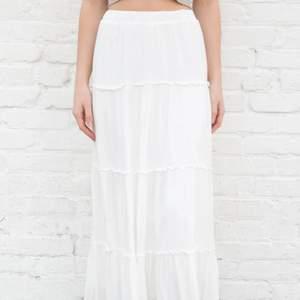 vit brandy melville kjol som aldrig är använd! org. pris €32
