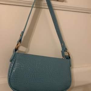 Säljer denna supergulliga blåa handväskan då jag inte har någon användning till den längre🧸frakt tillkommer