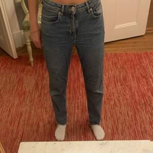 H&M jeans som inte används längre.