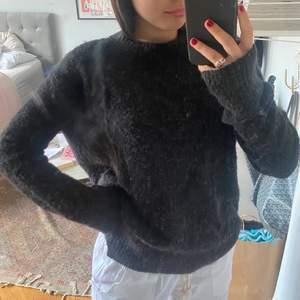 Super fin stickad tröja från Acne Studios! Perfekt nu till sommaren