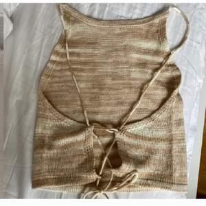 Stickat linne som aldrig är använt säljer då det inte var min stil❤️ första bilden är lånad! Det är i storlek m men passar mig som har s i toppar