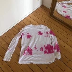 En cool tie dye tröja från Arket i storlek L! Fint skick! ENDAST UPPHÄMTNING I GÖTEBORG