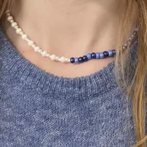 Tänkte sälja handgjorda smycken som är perfekta till sommaren, och det här är då en intressekoll på olika designer! Halsbandet med rosa och vita pärlor finns också i orange, limegrön/grön, blå, lila och röd. Skriv i kommentarerna vilka ni gillar mest!