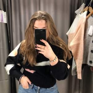 Vet ej om jag gör rätt i att sälja denna sjukt balla tröja men jag är lite ivrig haha så kollar intresset! Köpt för 1.100kr i London.