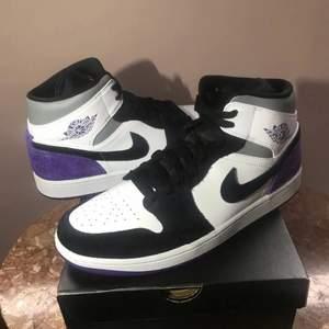 Säljer nu mina riktigt snygga Jordans. Nästan helt oanvända. Säljer billigare vid snabb affär! Storlek 45,5.