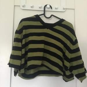 Jag säljer denna tröja då den inte kommer till någon användning mer.